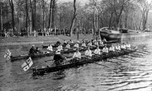 Stadtfahrt der drei Achter im April 1928