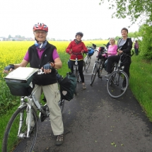 Frauen auf Radtour unterwegs