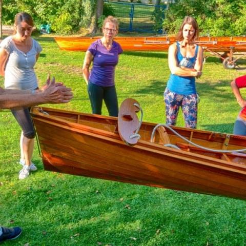 Bootskunde beim Aufbau-Ruderkurs