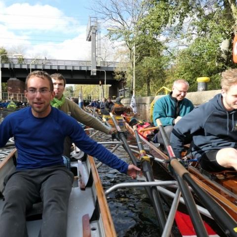 Wiking-Sternfahrt 2017: Viele Ruderboote in der Tiergartenschleuse