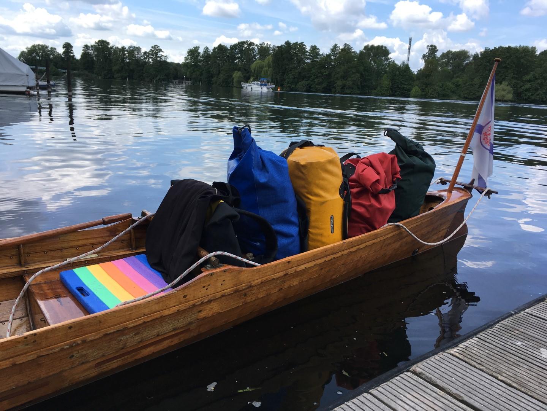 Gepäck im Ruderboot