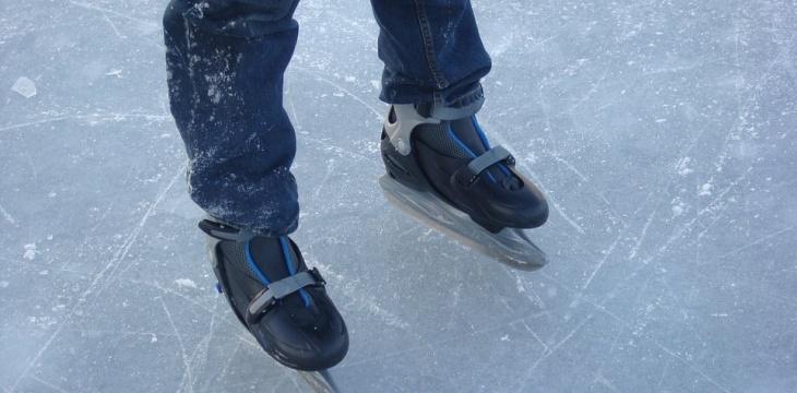 Auf dem Wasser mal anders: Weihnachtsfeier im Eisstadion