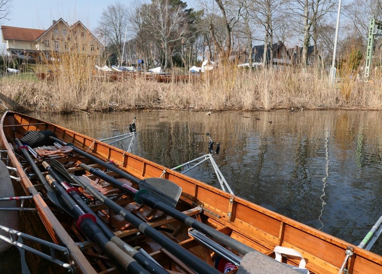 Ruderboot und Schild - Anrudern 2018