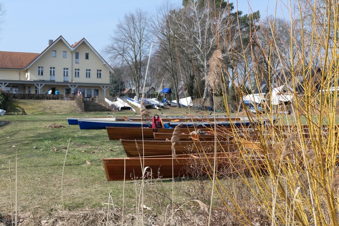 Ruderboote an Land - Anrudern 2018