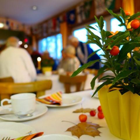 Herbstlich geschmüclter Clubraum des Märkischen Rudervereins