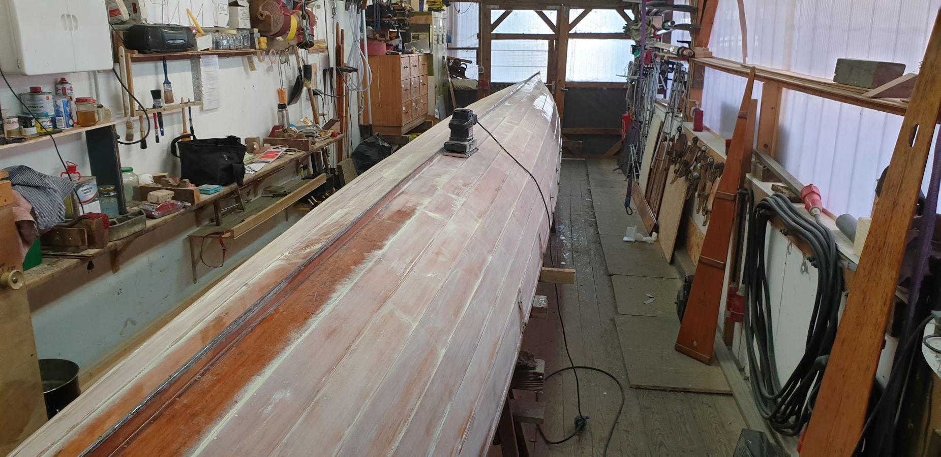 Ruderboot mit Schleifgerät