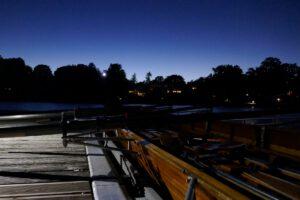 Nachtfahrt mit Ruderboot