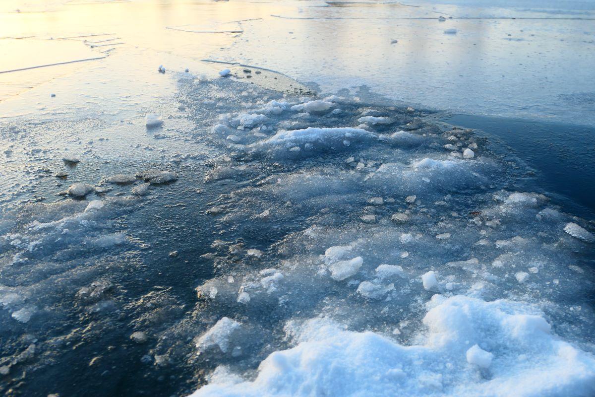 Eis vor dem MR-Steg